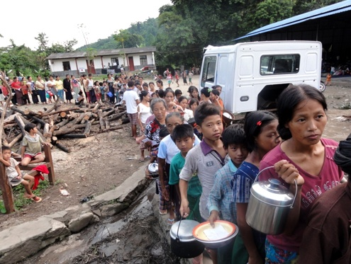 Photo of Humanitarian groups deliver aid to Kachin villagers