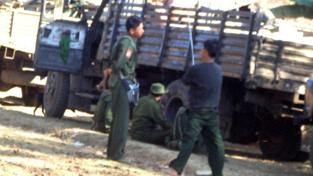 Burma Army troops and convoy in Muthey in advance into Karen State 22 January 2012 (Photo-FBR)