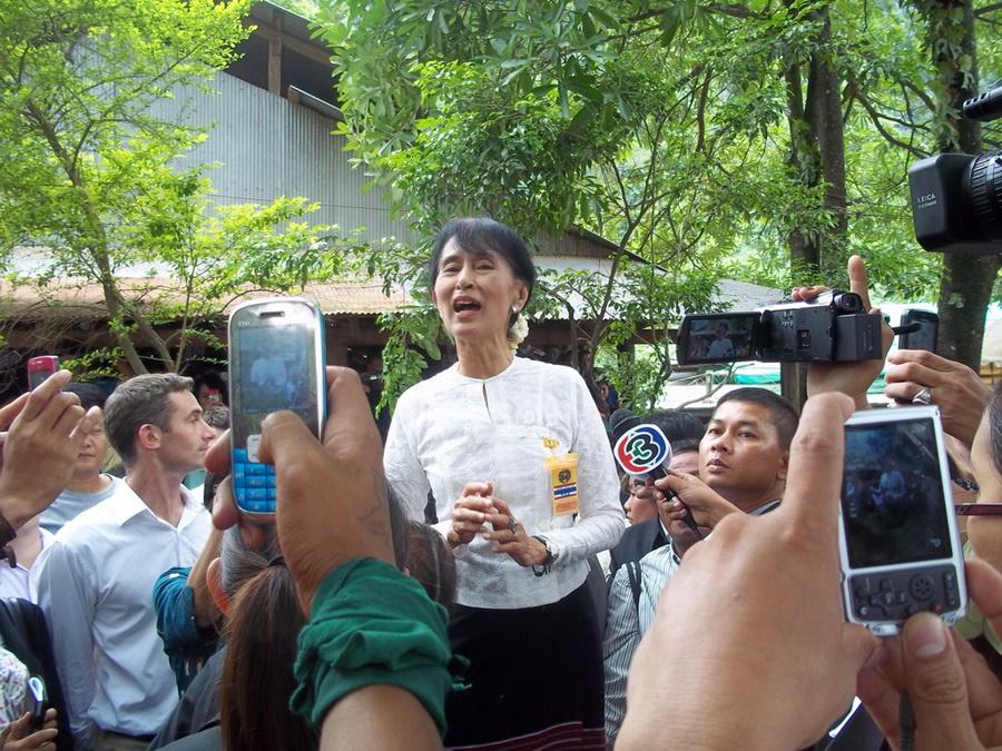Photo of Suu Kyi visit leaves a bad taste