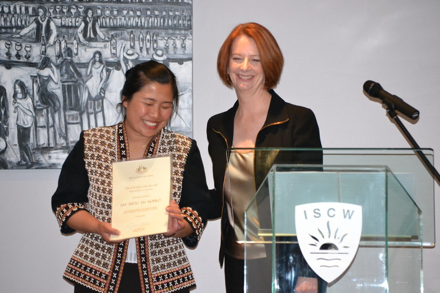 Photo of Australian Prime Minister honors Karen woman