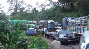 traffic on Myawaddy-Kawkareik road