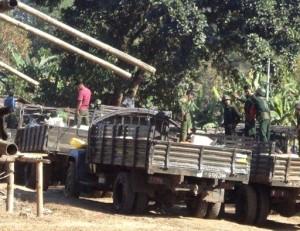 Burma army troop loading up supplies (Photo-FBR)
