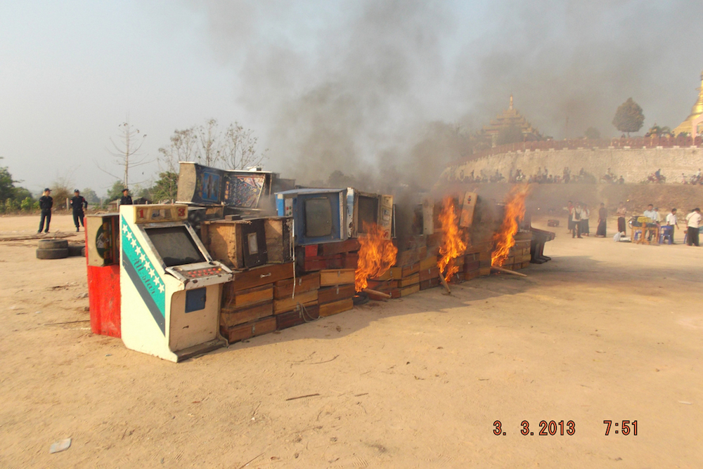 Photo of Authorities torch Myawaddy illegal gambling casino