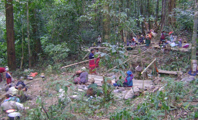 Photo of Despite pilot project, displaced villagers still wary of Burma Army