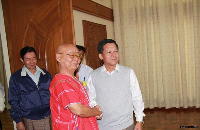Photo of KNU delegates talk peace to Burma's commander-in-chief