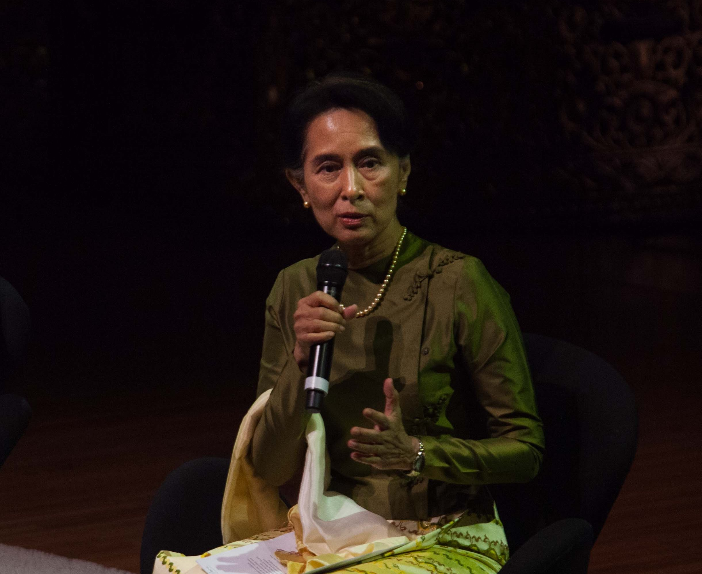 Photo of Suu Kyi Hammers Constitution on Australian Tour
