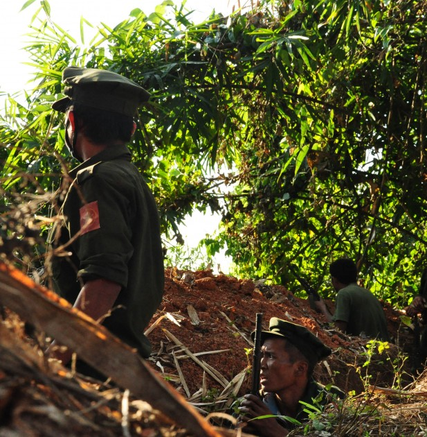 Kachin Independence Army soldiers at the frontline (Photo: Zen Myat/Karen News)