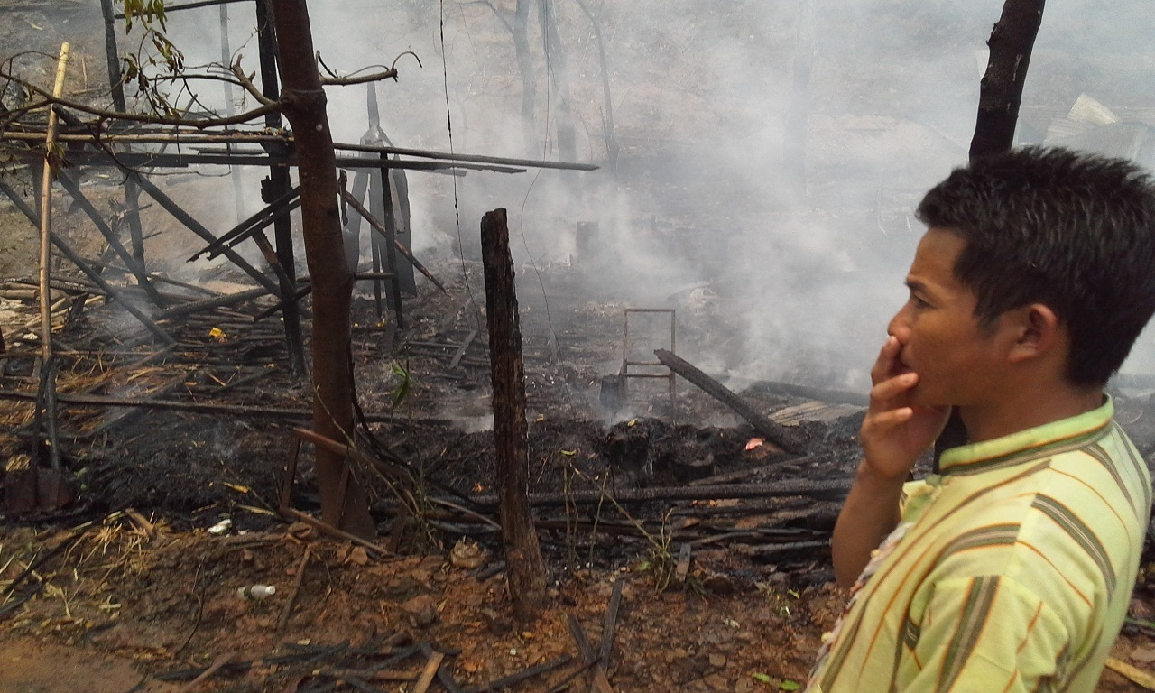 Photo of Fire at Karenni Refugee Camp Destroys 150 Homes and Leaves 700 Residents Homeless