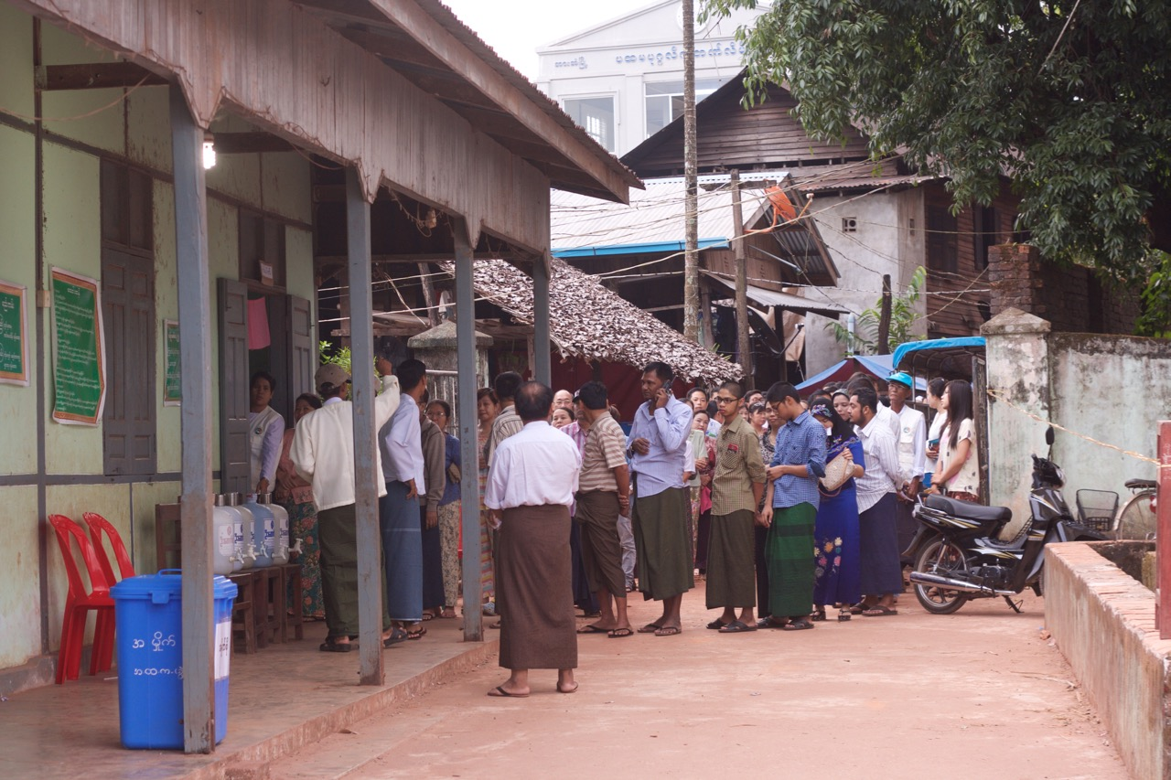 Photo of Karen Voters Put Their Trust In Suu Kyi But Voice Concerns over Future