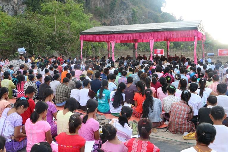 Photo of Karen Villagers Pray for Mountain's Protection, Health and Environment as 5,000-Tons Cement Plant Proposal is Revived by Militia Leader and Chinese Investors