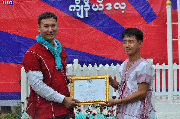 Photo of Karen Youth Education Worker Awarded the 2015 Padoh Mahn Sha Young Leader Award