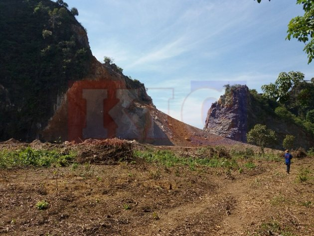 Monastery Roof Destroyed, Quality of Life Ruined, Residents Now Want a Stop to the Taungalay Mountain Quarry's Daily Explosions