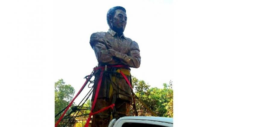 Photo of Local Residents Tumultuously Welcome Saw Ba U Gyi Statue to be Inaugurated at the KNU's Win Yay Area