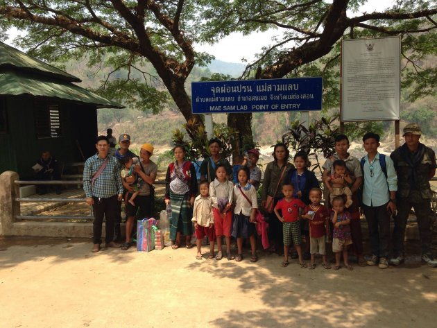 Photo of Families Displaced by Burma Army Offensive Sent Back by Refugee Authorities – UNHCR Remains Silent