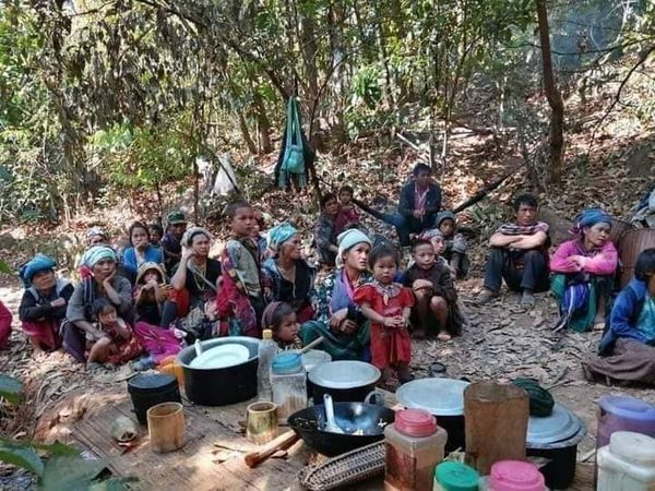 Photo of Burma Army Blocks Road, Restricts Travel, Obstruct Aids and Access to Displaced Karen Villagers – Burma Army Shelling Continues, 200 More Villagers Displaced